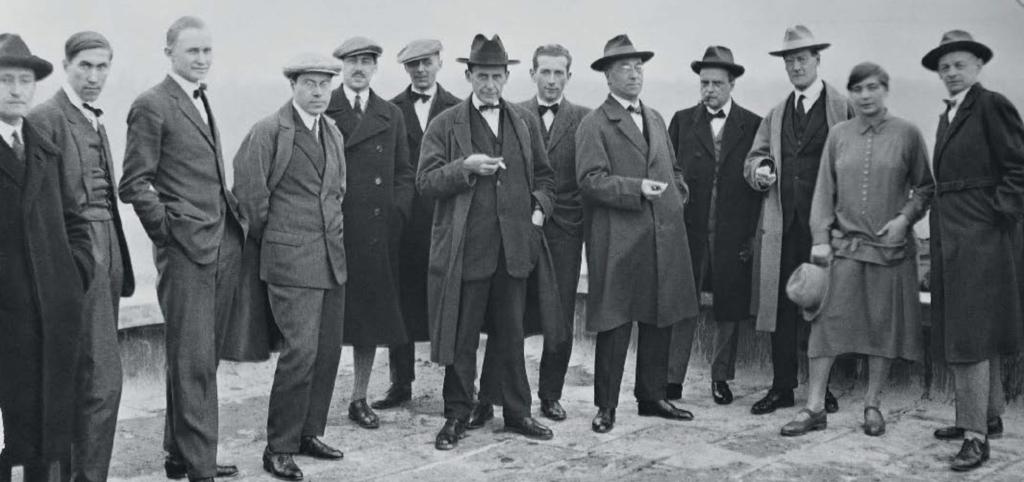Пионеры Баухауса на крыше нового здания школы в Дессау, 1926